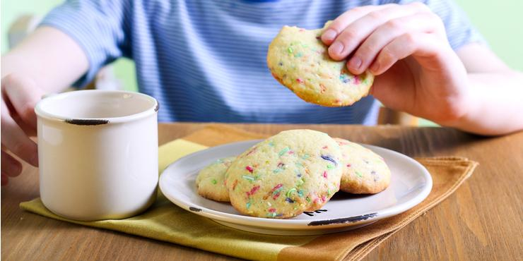 Sparkly, Colorful and Perfect for Parties: Make Funfetti Biscuits!