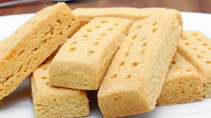 """Shortbread """"Parliament"""" Cookies That Bring Luck to Brides"""