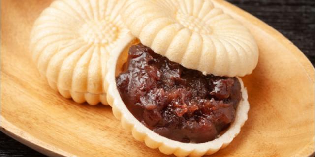 Monaka biscuit