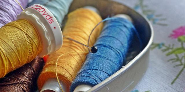 sewing-kit-biscuit-tin.jpg