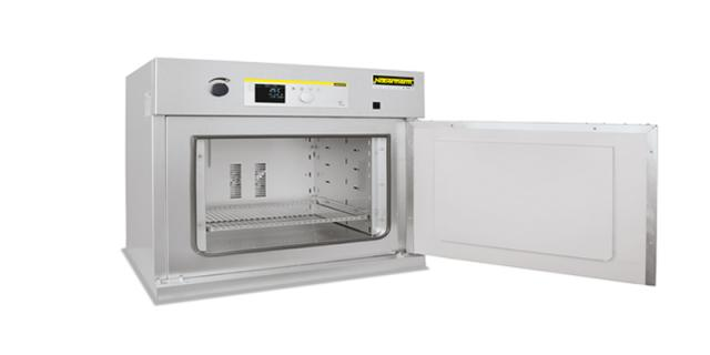 Convection oven with hot air.