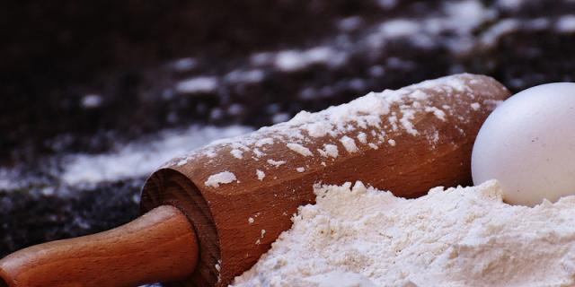 baking-white-flour.