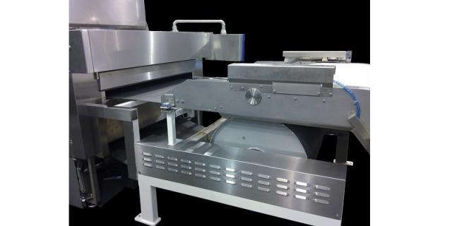 Oven feeding area with big diameter turning drum z-belt