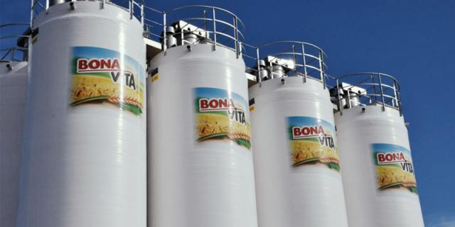 A battery of 8 modern composite silos with a capacity of 25T each in the vicinity of Prague